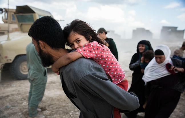 Des réfugiés fuient les combats. KAINOA LITTLE